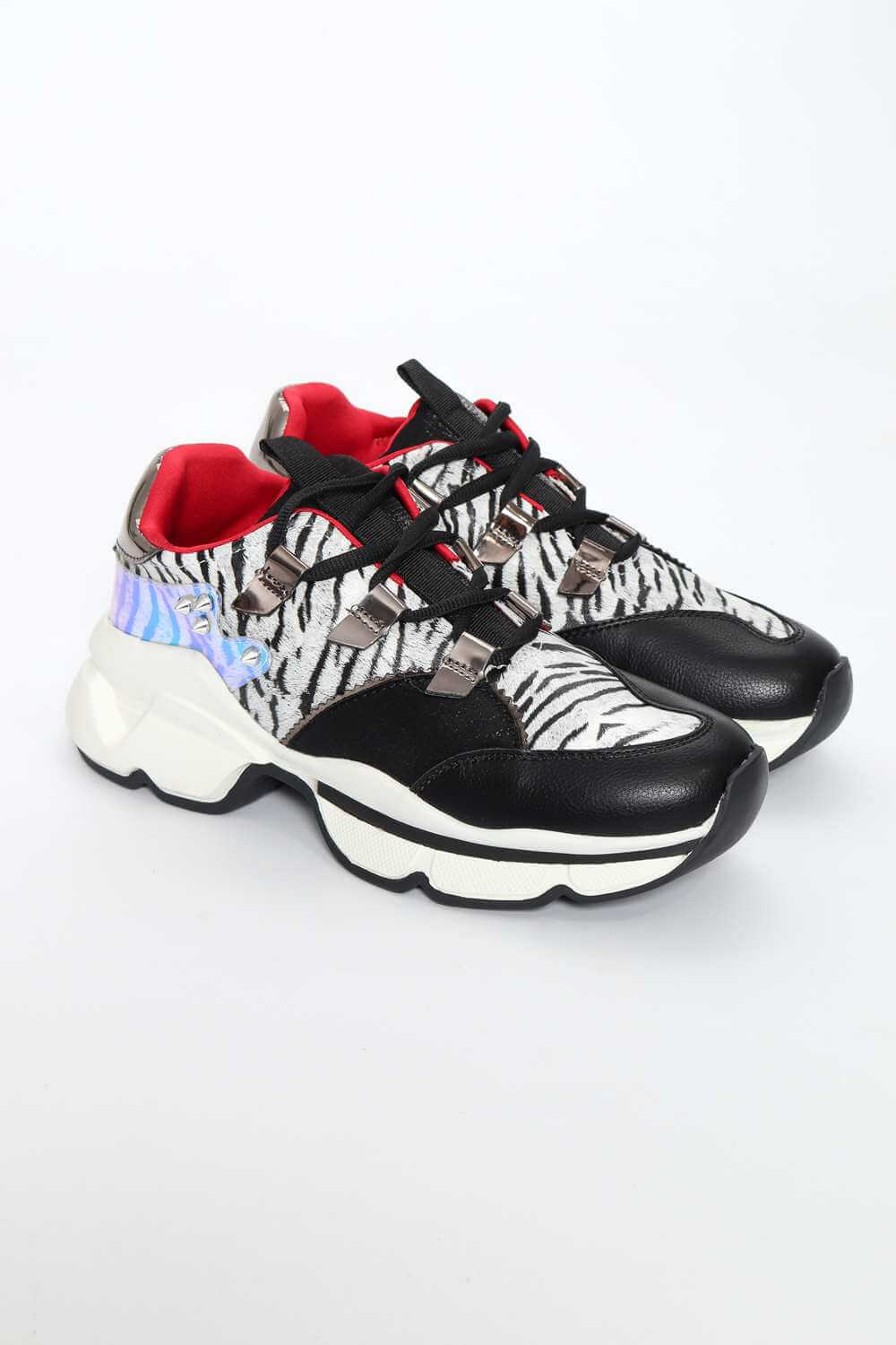 Sneakers in Combination of Materials