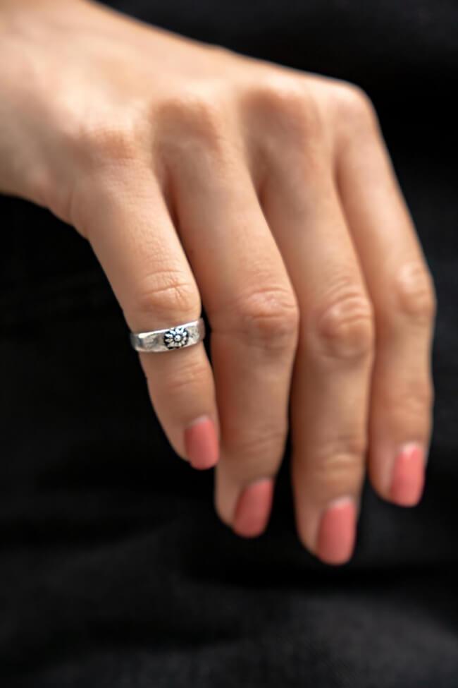 Δαχτυλίδι με Λουλούδι Midi