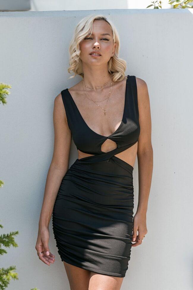 Φόρεμα High Cut με Ανοιχτή Πλάτη
