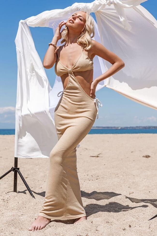 Φόρεμα High Cut  με Διάτρητο Ύφασμα
