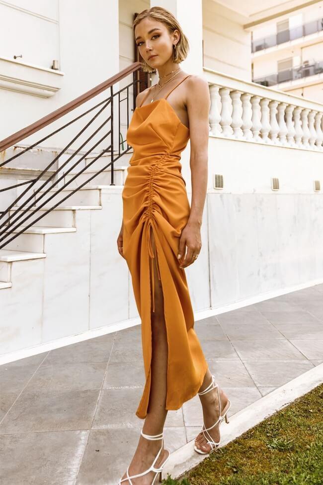 Φόρεμα Μακρύ με Σούρα στο Πλάι