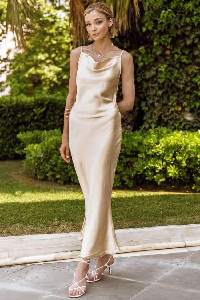 Φόρεμα Μακρύ Σατέν με Ανοιχτή Πλάτη