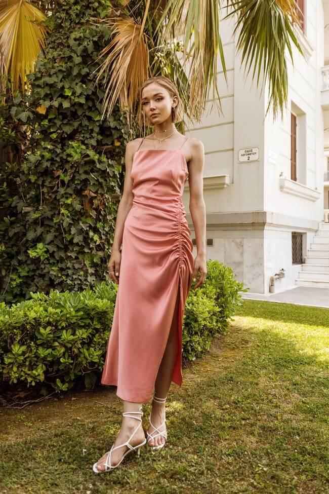 Φόρεμα Μακρύ Σατέν με Σούρα στο Πλάι