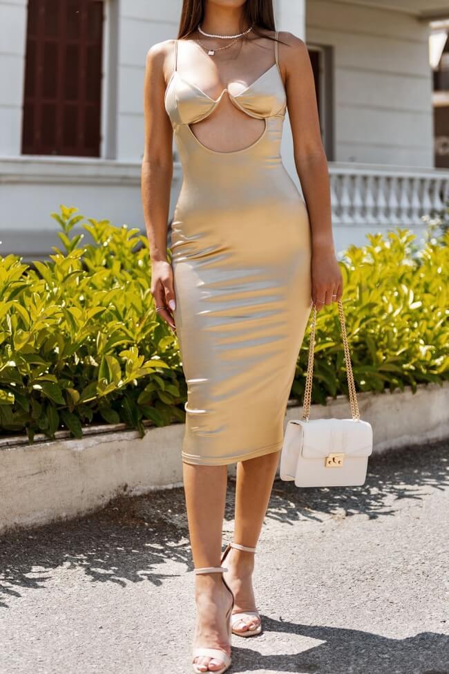 Φόρεμα με Ενίσχυση στο Μπούστο και Άνοιγμα Μπροστά