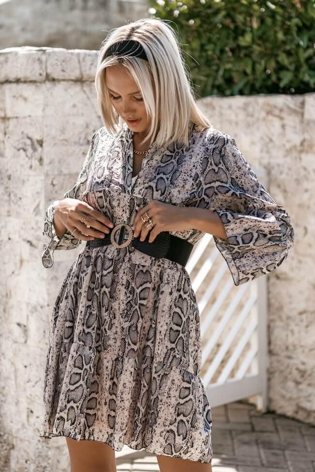 Φόρεμα Snake Print σε Φαρδιά Γραμμή με Ζώνη