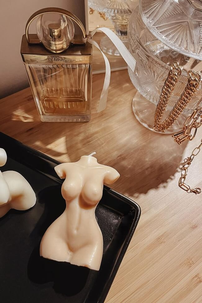 Κερί Αρωματικό Γυναικείο Σώμα