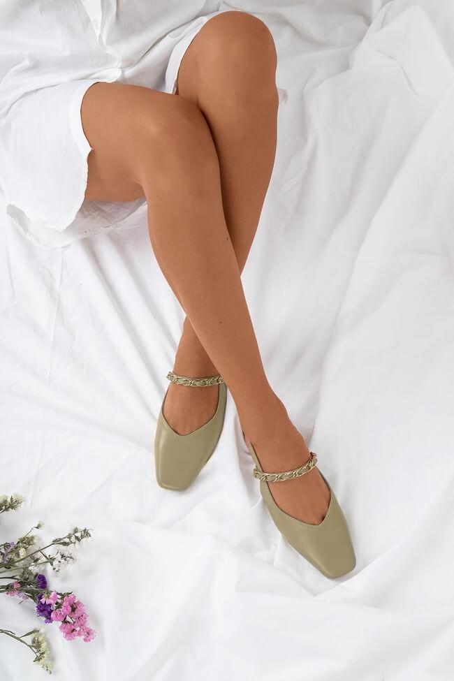 Μπαλαρίνες Open Heel με Διακοσμητική Αλυσίδα