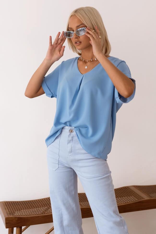 Μπλούζα με Άνοιγμα V και Ρεβέρ στο Μανίκι