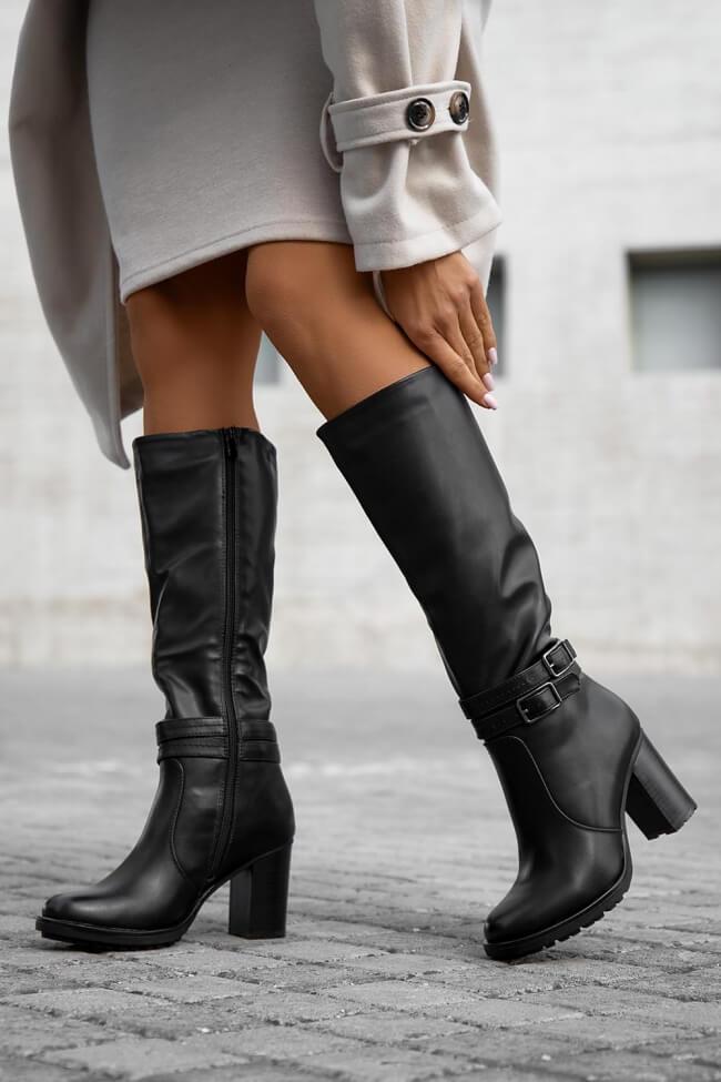 Μπότες με Διακοσμητικά Λουράκια