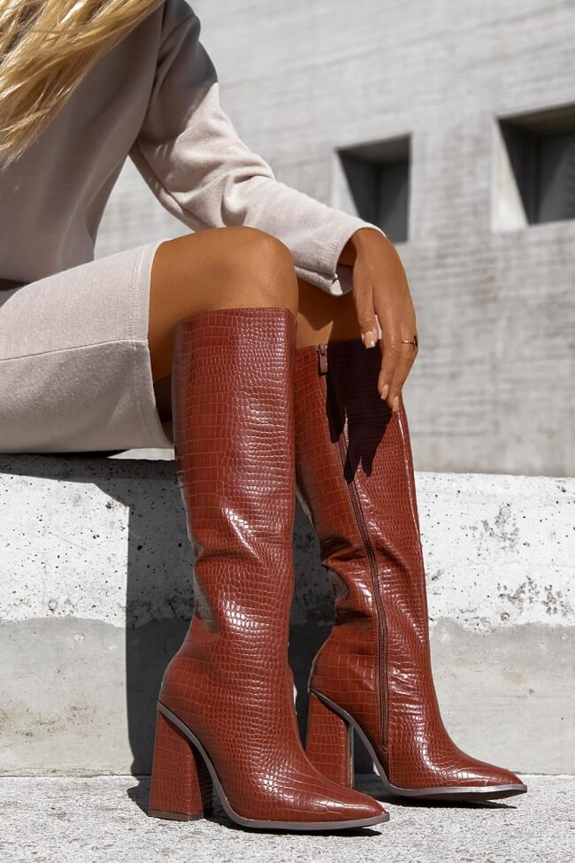 Μπότες Μυτερές με Τετράγωνο Τακούνι