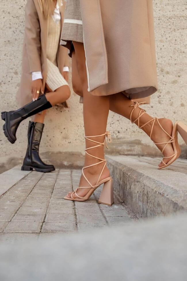 Mules Lace Up με Τρίγωνο Τακούνι