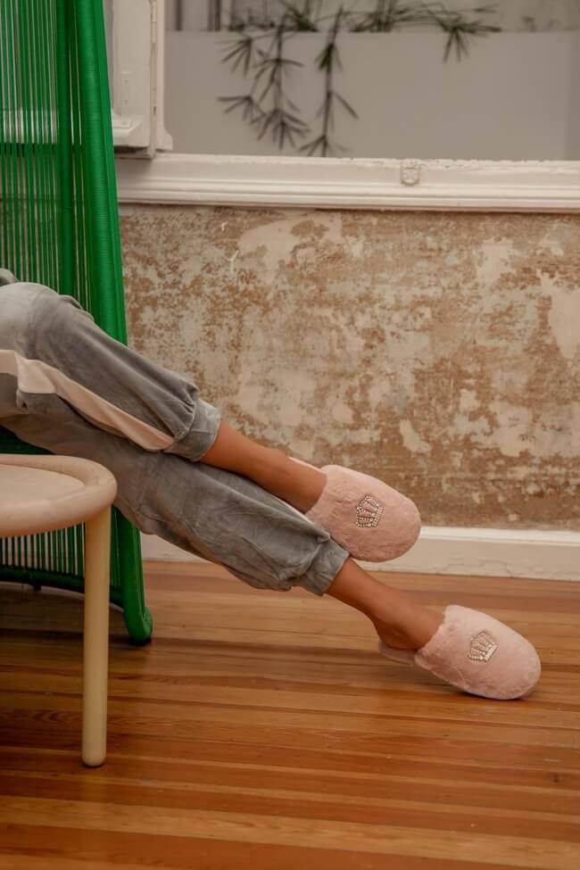 Παντόφλες Γούνινες με Διακοσμητικό Σχέδιο Κορώνας