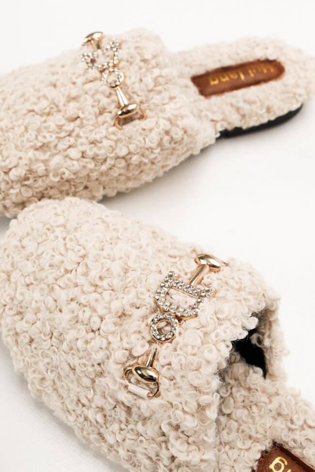 Παντόφλες Teddy με Διακοσμητική Αγκράφα