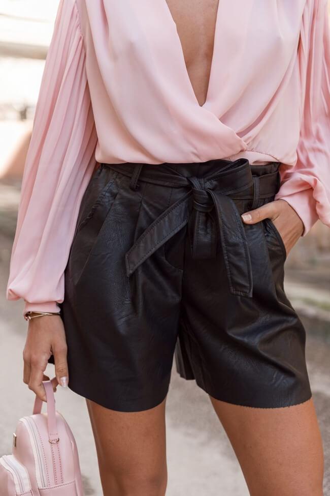 Shorts Δερματίνη με Ζωνάκι Highwaisted