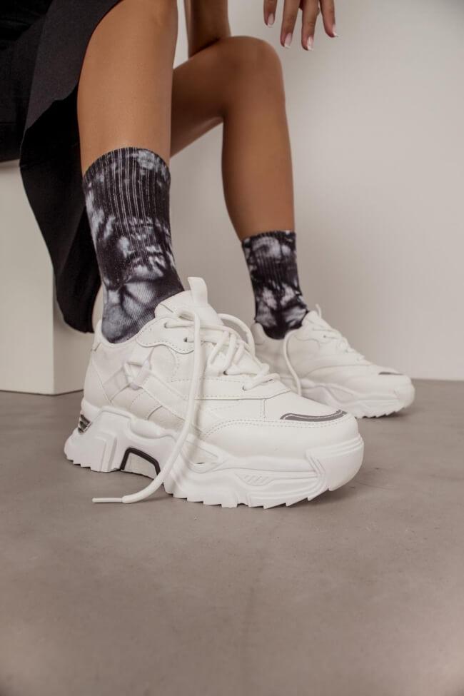 Sneakers αε Συνδυασμό Υλικών με Μεταλλική Λεπτομέρεια