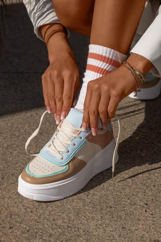 Sneakers Δίσολα σε Συνδυασμό Χρωμάτων