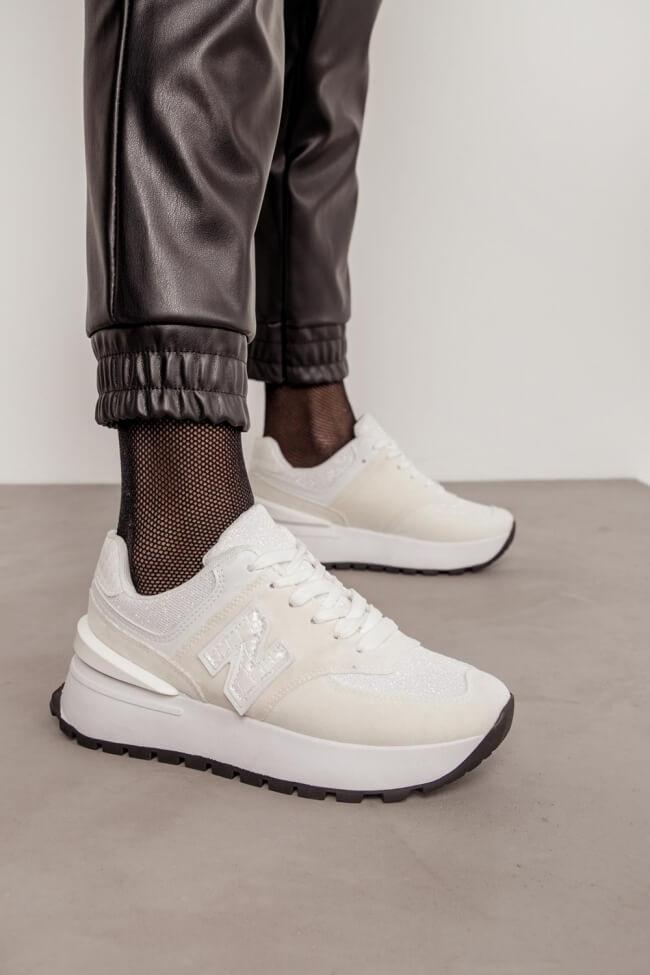 Sneakers με Απλικέ N