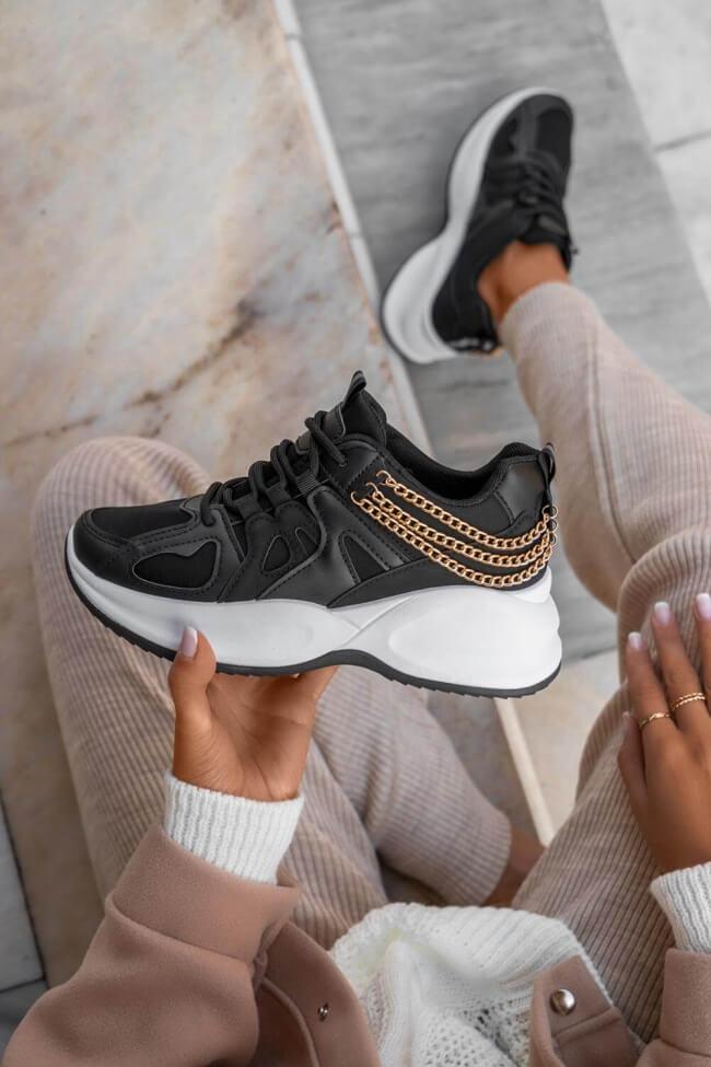 Sneakers με Διακοσμητικές Αλυσίδες