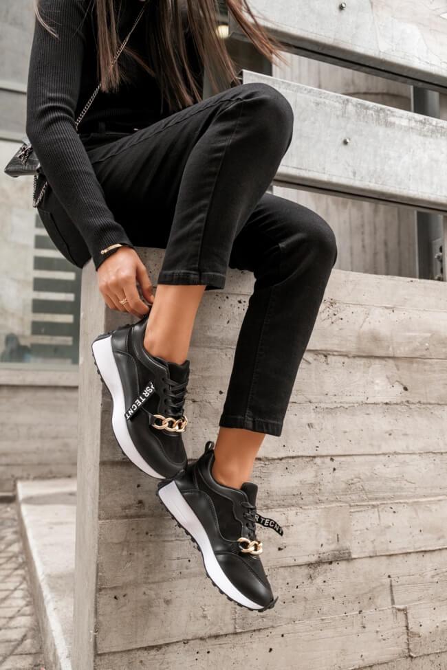 Sneakers με Διακοσμητική Αλυσίδα