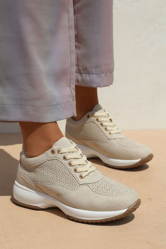 Sneakers με Διάτρητο Σχέδιο