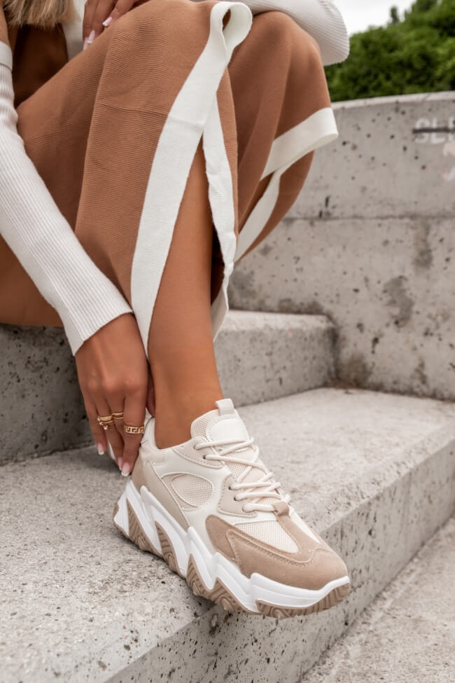 Sneakers με Δίχρωμη Σόλα σε Συνδυασμό Υλικών