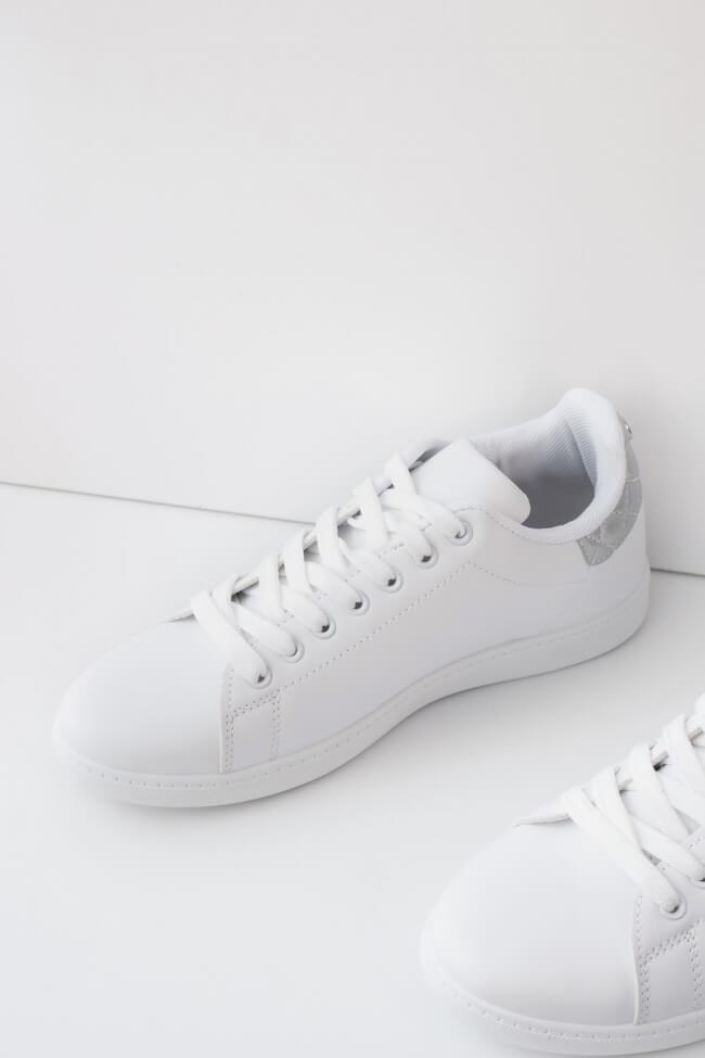 Sneakers με Καπιτονέ Λεπτομέρεια