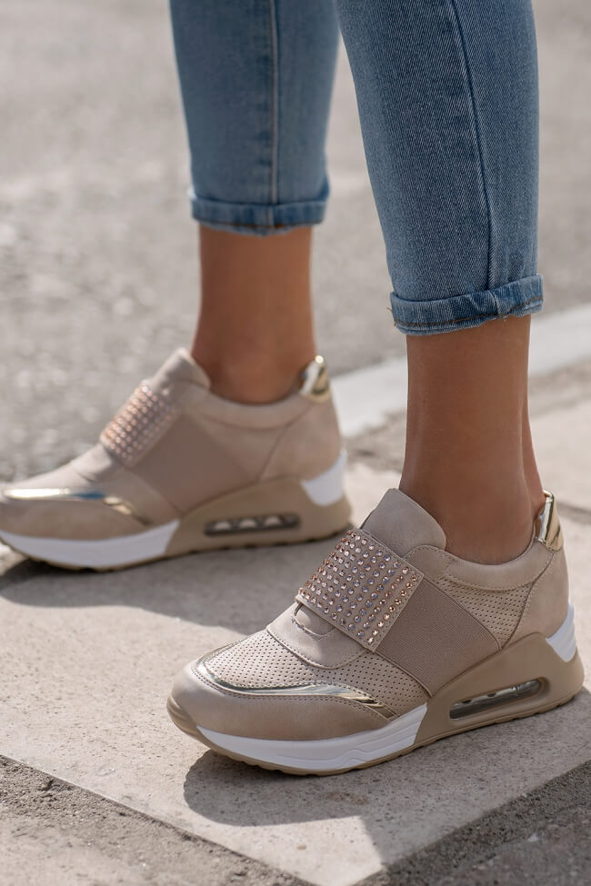 Sneakers με Λάστιχο & Διακοσμητικά Strass
