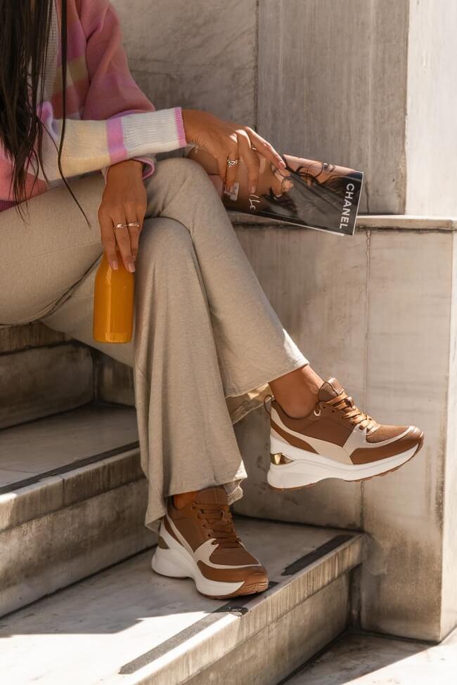 Sneakers με Πλατφόρμα & Μεταλλική Λεπτομέρεια
