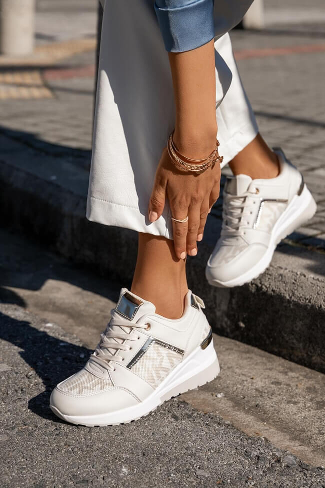 Sneakers με Πλατφόρμα σε Συνδυασμό Υλικών