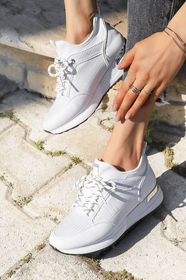Sneakers με Συνδυασμό Υλικών & Glitter