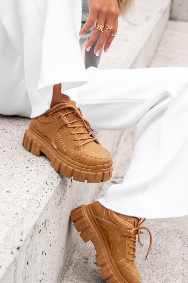 Sneakers με Τρακτερωτή Σόλα