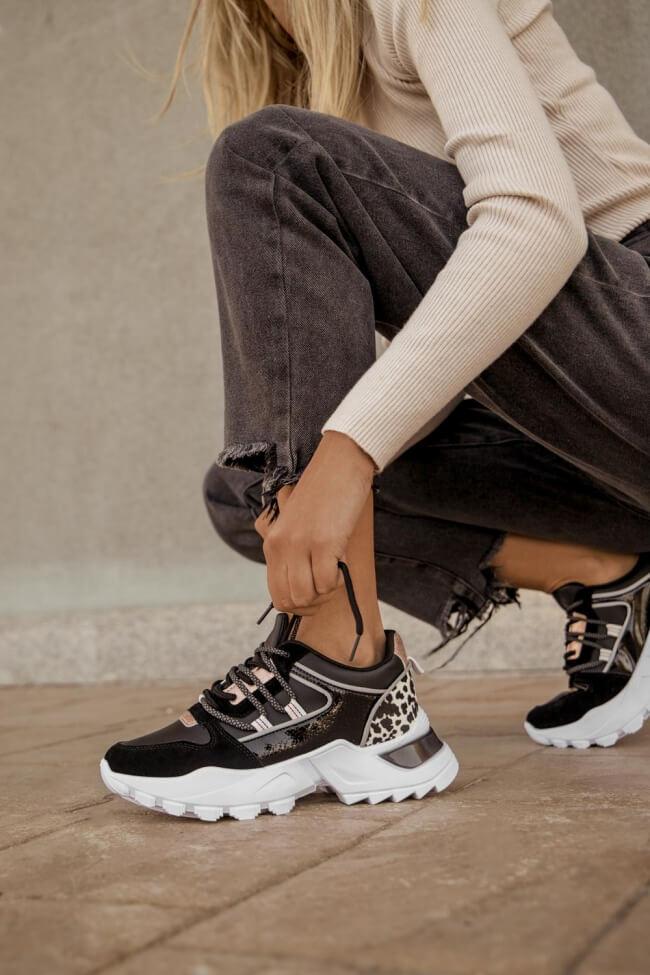 Sneakers σε Συνδυασμό Υλικών με Λεπτομέρεια Animal Print
